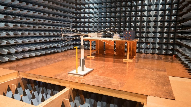 Die Vollabsorberhalle (ALSE) des IEH für Freifeldmessungen und Komponententests